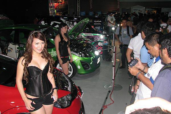 TopGear.com.ph Philippine Car Features - Babes at the 2010 Manila Auto Salon