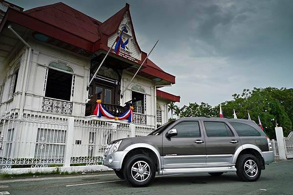 TopGear.com.ph - 2010 Isuzu Alterra with I-Nav System historical road trip - Aguinaldo Shrine