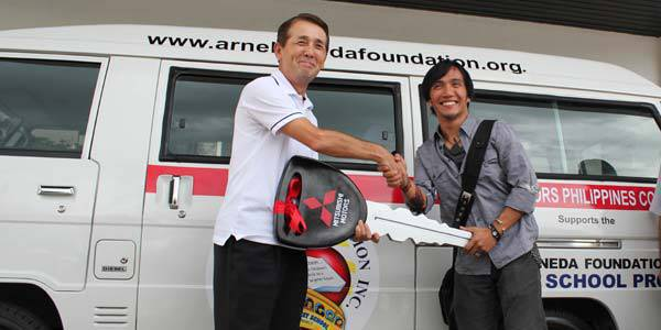TopGear.com.ph Philippine Car News - Mitsubishi Philippines' donation to the Arnel Pineda Foundation