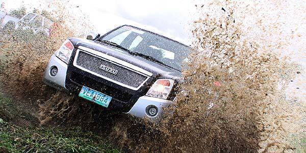 TopGear.com.ph Philippine Car News - Isuzu D-Max Radikal in action