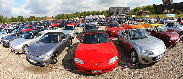 TopGear.com.ph Philippine Car News - 459 cars break Guinness record for longest continuous Mazda MX-5 parade