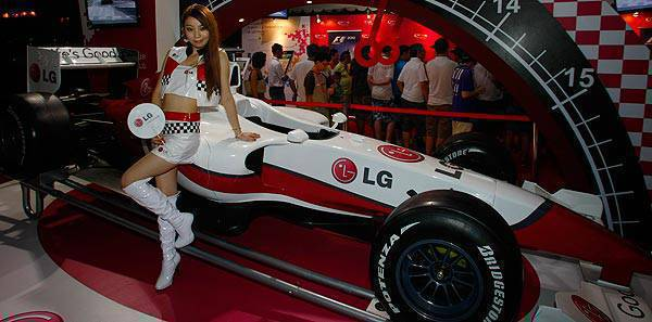 TopGear.com.ph Philippine Car News - LG pimps out F1 race car replica