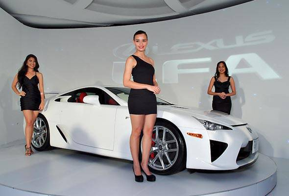 Lexus Manila Puts A Price On Its U0027Whitest Whiteu0027 LFA | News | Top Gear  Philippines