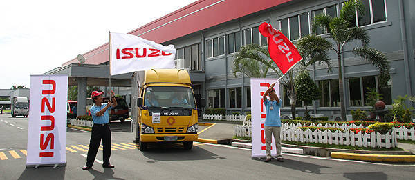 TopGear.com.ph Philippine Car News - Isuzu proves N-Series trucks' fuel efficiency with economy run