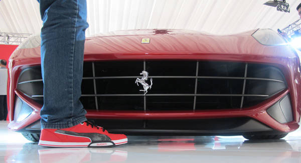 Ferrari F12 Berlinetta's ground clearance