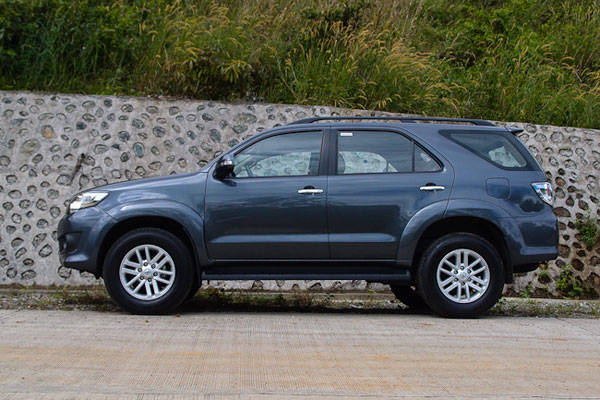 2012 Toyota Fortuner 2 7 G 4x2: Review, Specs, Features, Price