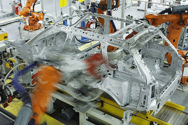 TopGear.com.ph Philippine Car News - Jaguar Land Rover invests £370 million to upgrade its facilities