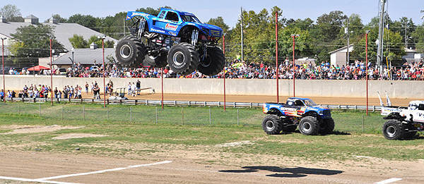 TopGear.com.ph Philippine Car News - Monster truck sets Guinness World Record jump