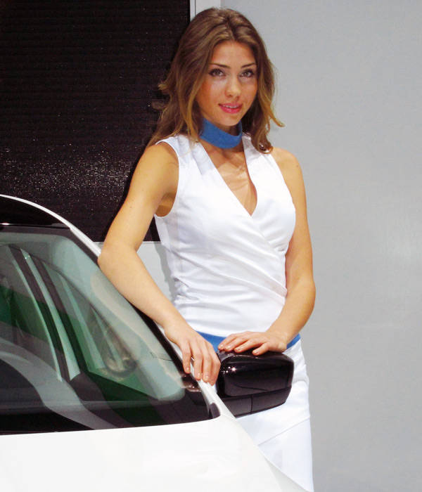 10 images the booth girls of the 2012 paris motor show