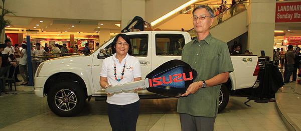 TopGear.com.ph Philippine Car News - Isuzu PH donates D-Max 4x4 pickup for its year-end CSR initiative