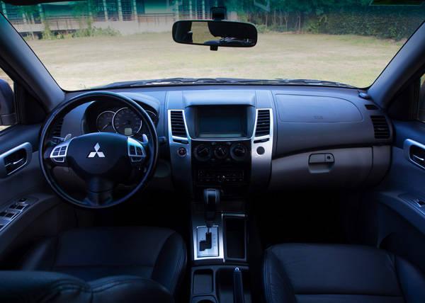 Mitsubishi Montero Sport - Interior