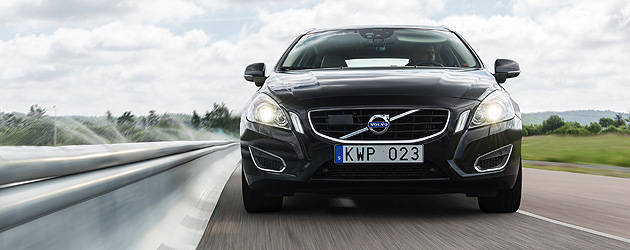 TopGear.com.ph Philippine Car News - After braking your car for you, Volvo will now steer it too