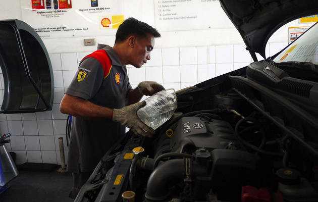 Why changing oil is easier with Shell