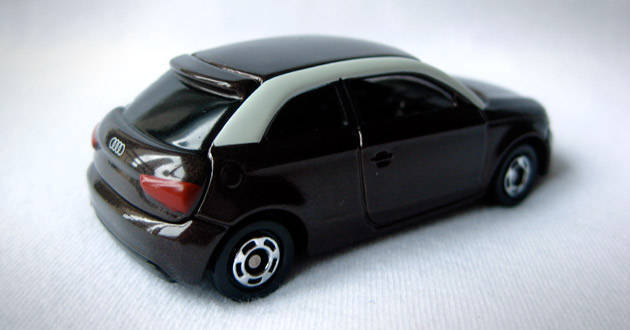 Tomica toy cars