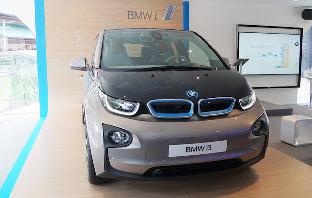 we meet electric bmw i3 up close. Black Bedroom Furniture Sets. Home Design Ideas