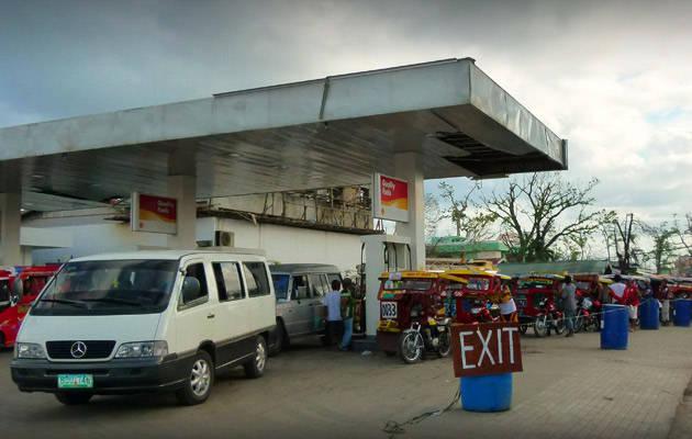 Scenes from the roadside in Tacloban