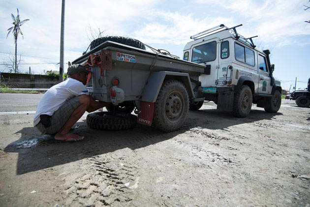 Land Rover Club of the Philippines visits Tacloban after Yolanda