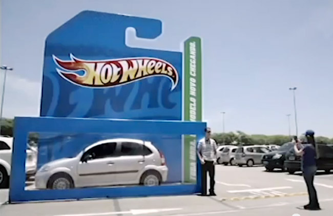 Hot Wheels Giant Parking Box