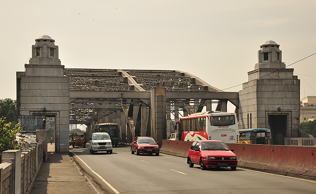 TopGear.com.ph Philippine Car News - DPWH limits Quezon Bridge in Quiapo to light vehicles only