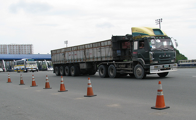 TopGear.com.ph Philippine Car News - Solon wants speed limiter to be installed in trucks