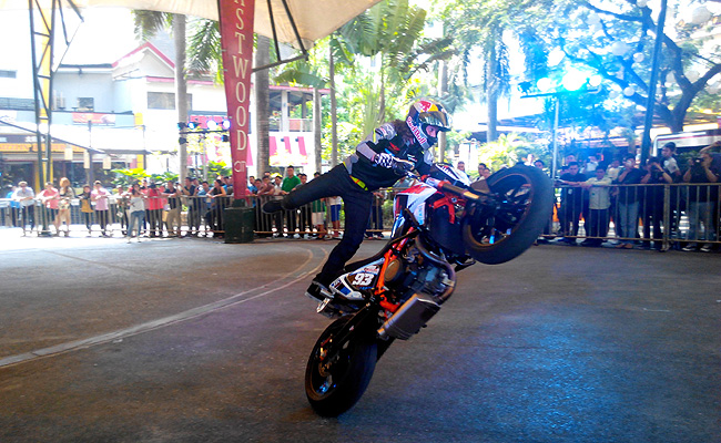 TopGear.com.ph Philippine Car News - Motorcycle stunt rider Aaron Colton to begin his exhibition today