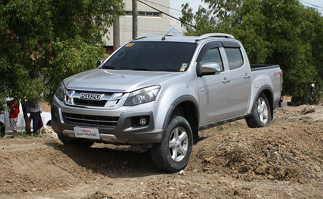 TopGear.com.ph Philippine Car News - Isuzu PH brings D-Max 4x4 Drive Series to Cebu