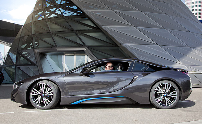Bmw Begins Delivery Of I8 Plug In Hybrid Supercar To Customers