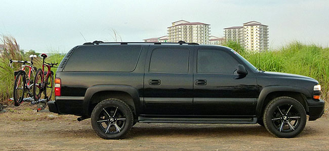 Chevrolet Suburban side view
