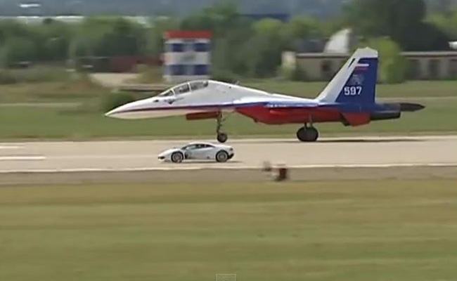 TopGear.com.ph Philippine Car News - Video: Lamborghini Huracan drag races Russian fighter plane