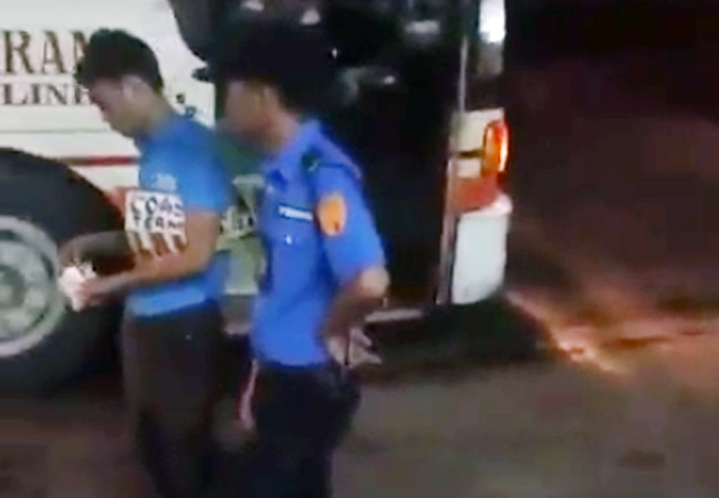 MMDA traffic officer takes money from bus conductor