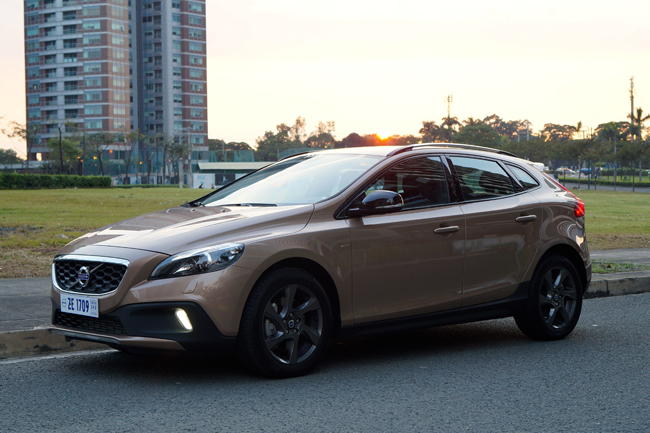 spending a weekend with the volvo v40 cross country hatchback feature articles top gear. Black Bedroom Furniture Sets. Home Design Ideas