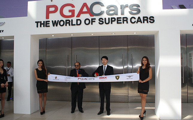 "TopGear.com.ph Philippine Car News - 30 images: The Cars--and Girls--of PGA Cars ""The World of Super Cars"" show"