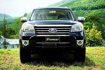 Ford_Everest_Front_View.jpg