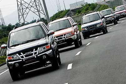2010_Isuzu_Crosswind_Convoy.jpg