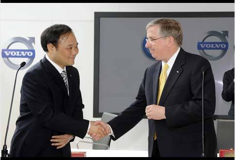 TopGear.com.ph Car News - Ford agrees to sell Volvo to Chinese carmaker. In photo: Zhejiang Geely Holding Group chairman Li Shufu and Ford Motor Co. financial director Lewis Booth
