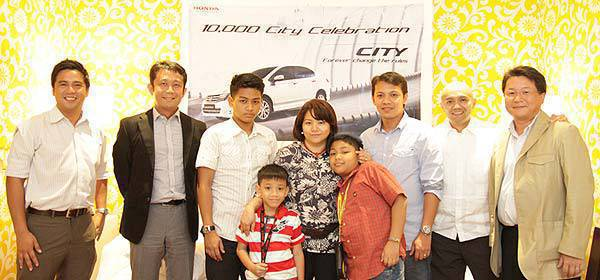 TopGear.com.ph Philippine Car News Honda City sales milestone (From left) Voltaire Gonzales, Honda Cars Philippines head for vehicle sales and corporate communications; Hiroshi Shimizu, Honda Cars Philippines president and general manager; 10,000th Honda City owner Maria Fe Ramos and family; Johnny Fetalvero, Honda Cars Kalookan general manager; and Toshio Kuwahara, Honda Cars Philippines head for sales planning.