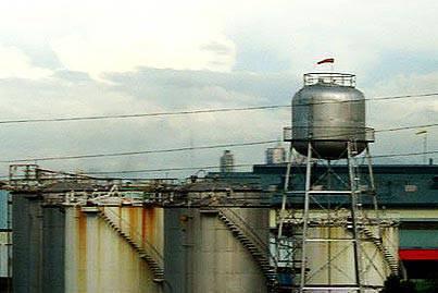 pandacan_oil_depot.jpg