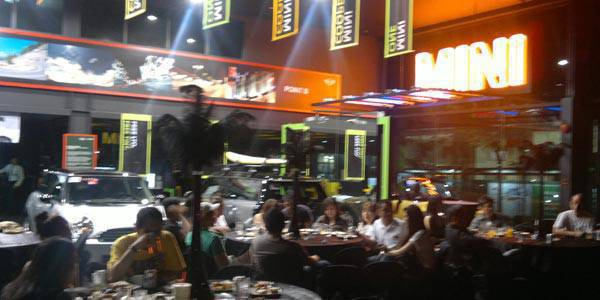 Mini holds rockeoke night for customers