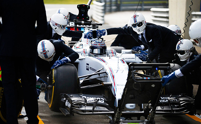 TopGear.com.ph Philippine Car News - Williams F1 team has the coolest-looking pit crew
