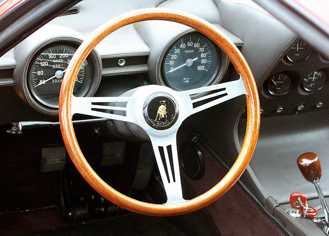 Wooden, metal-spoke steering wheel