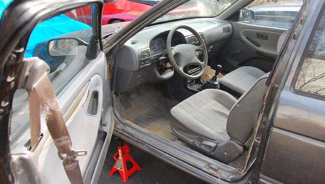 Door-mounted seatbelts