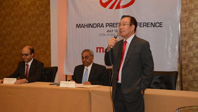 Mahindra executives with Felix Mabilog Jr.