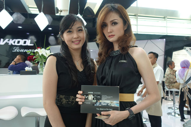 Indonesia International Motor Show booth girls