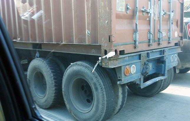 Trailer trucks in the Philippines
