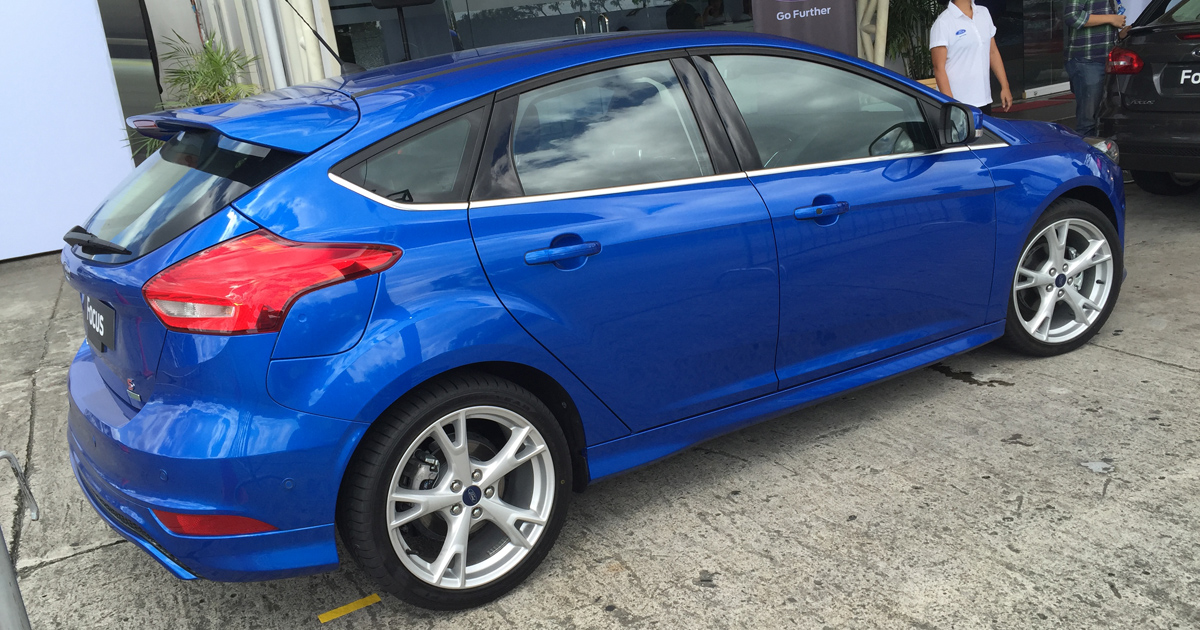 how much are the new ecoboost powered ford focus sedan and hatchback. Black Bedroom Furniture Sets. Home Design Ideas