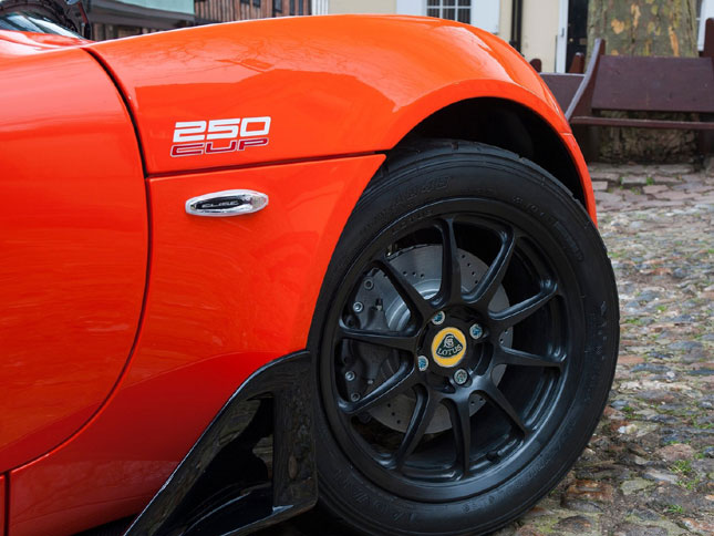 Lotus unleashes Elise Cup 250, Evora Sport 410