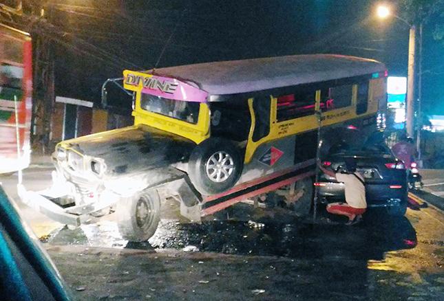 Maserati Ghibli crashes into jeepney
