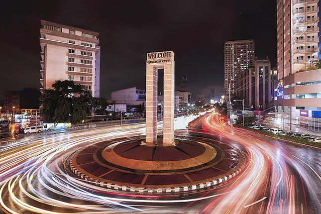 Long-exposure photos of Metro Manila traffic