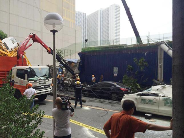 Crane accident in Makati City
