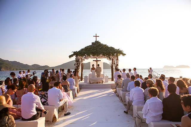 10 memorable wedding destinations in the philippines tc ph jesse maxwell held their wedding on the beach of pangulasian in palawan and said their vows just in time for the sunset the moment provided a perfect junglespirit Gallery